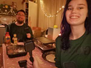 Michaela en Joury foto aan de eettafel met gourmetten