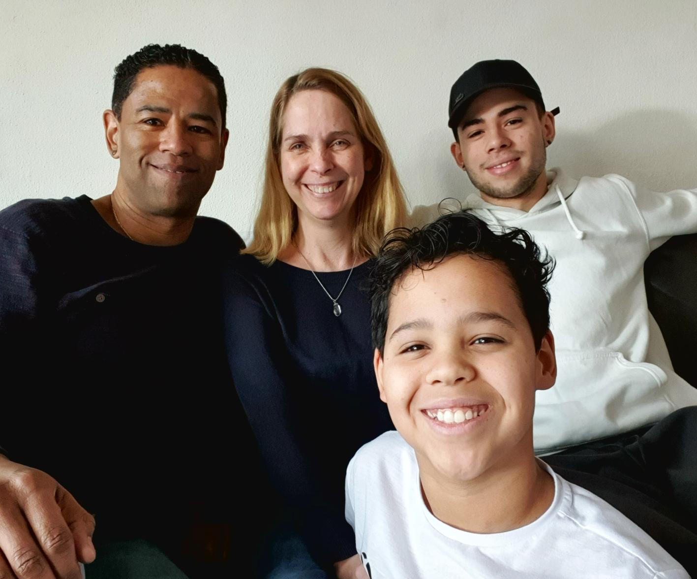 Nancy samen met haar man en 2 zonen