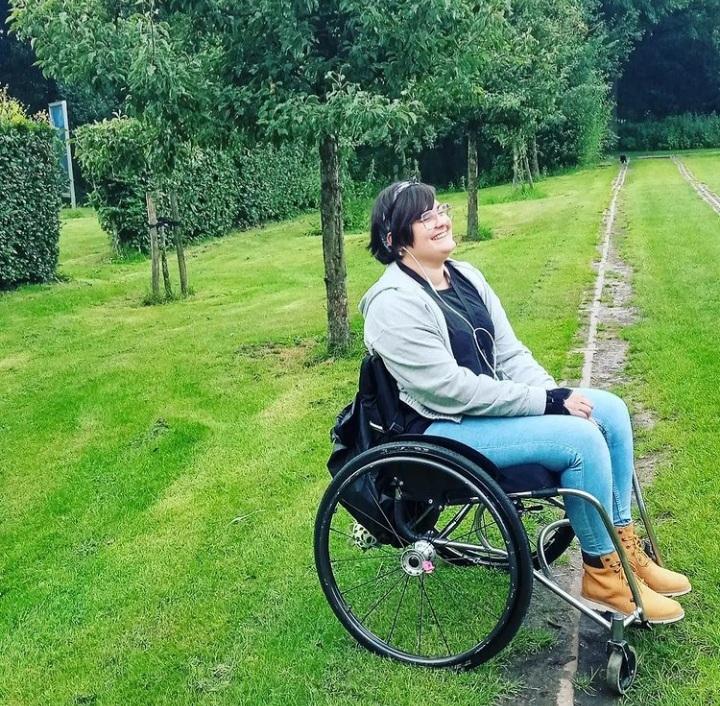 Chris in haar rolstoel