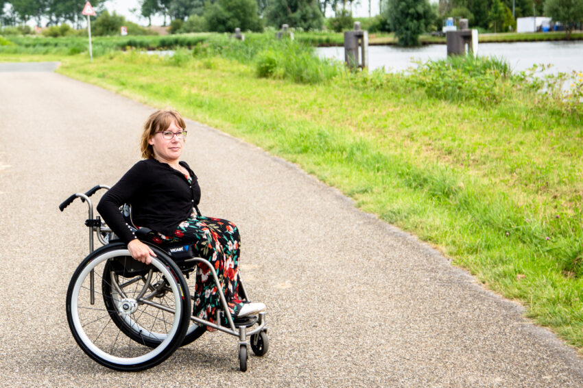 Petra in haar rolstoel, gastschrijver Chronisch & Happy